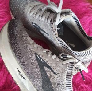 Brooks running shoe/tennis